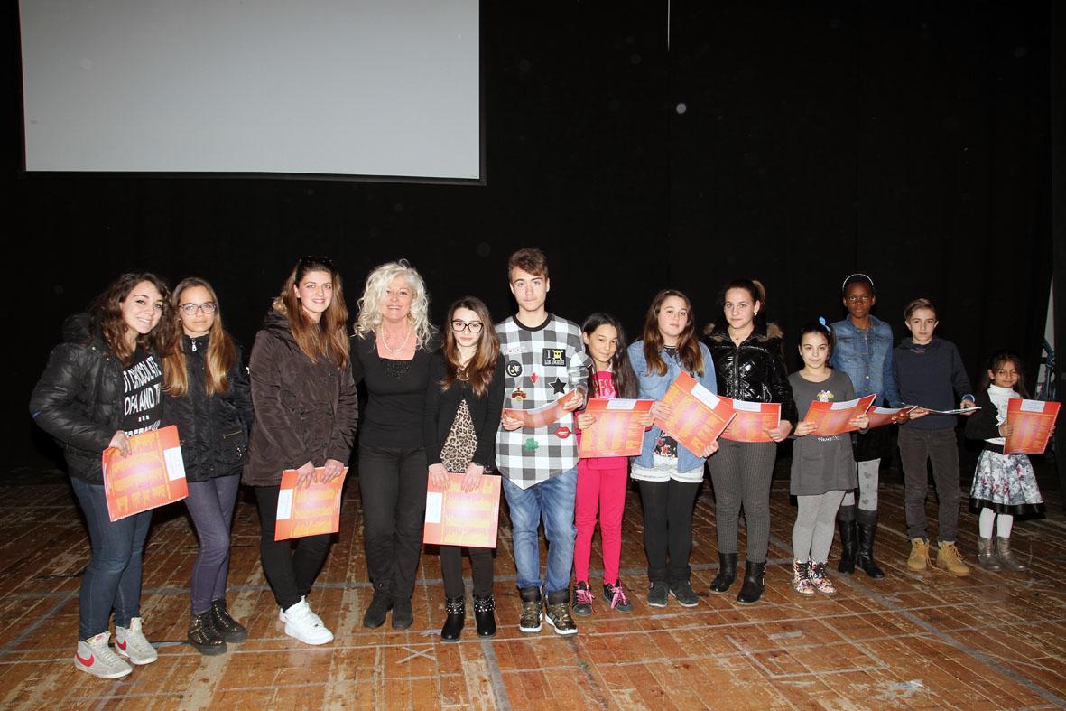 Premiazione di un gruppo di partecipanti (2)