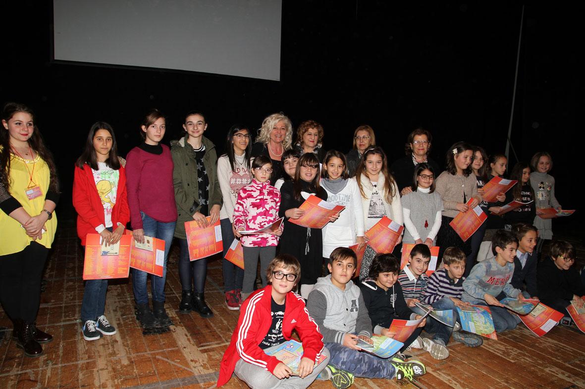 Premiazione di un gruppo di partecipanti (4)