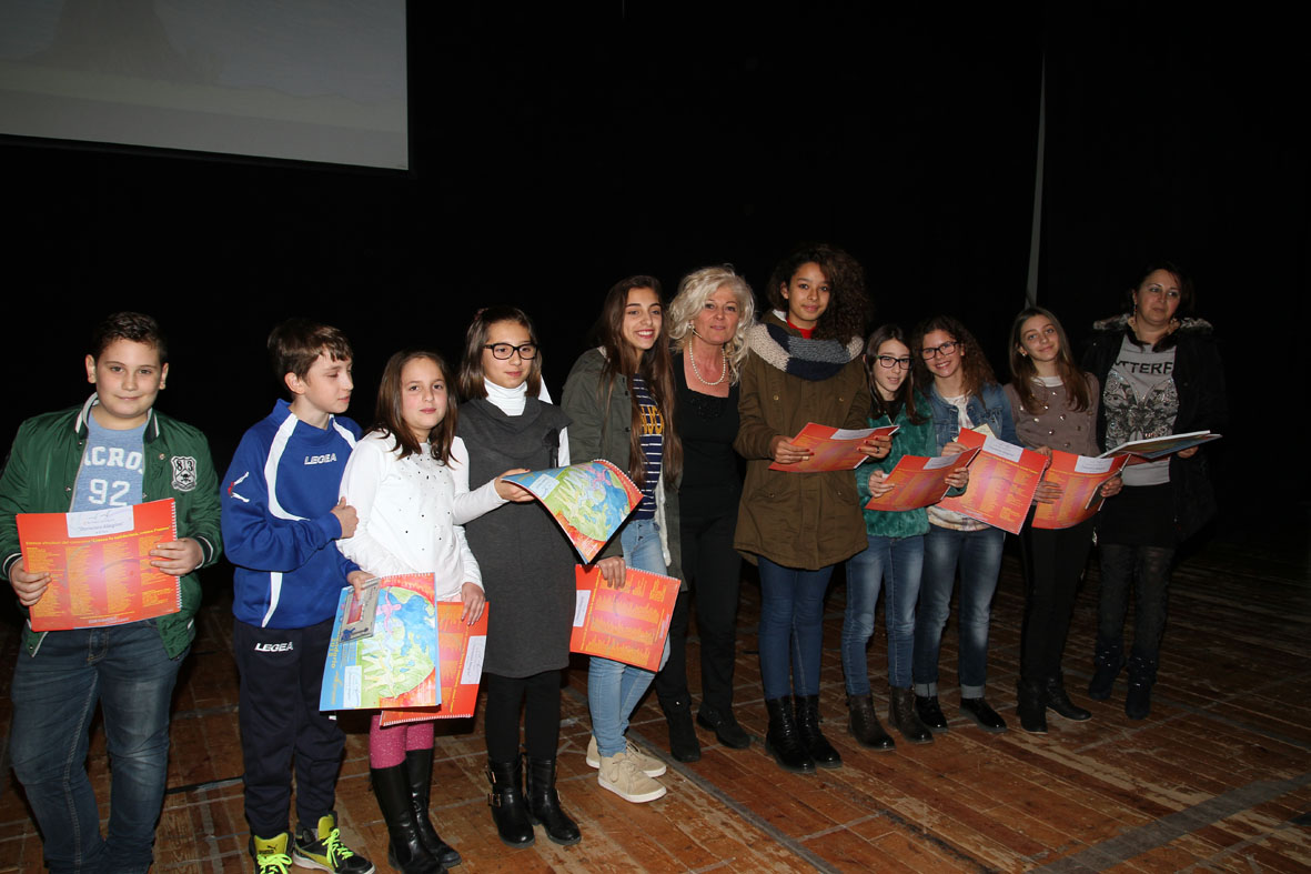 Premiazione di un gruppo di partecipanti
