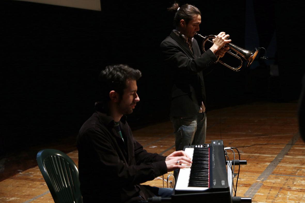 Un momento della performance di Fabio D\'Onofrio e Jorge Gabriel Rò