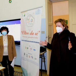 La dirigente scolastica Sanvitale a dx con Anna Michetti dell'Associazione Allegrino